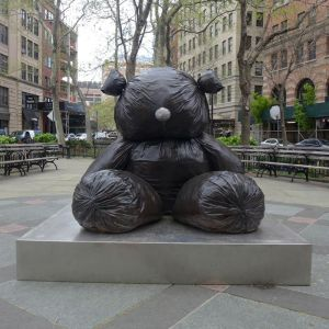 gimhongsok-trash-bag-teddy-bear-in-Tribeca-Park